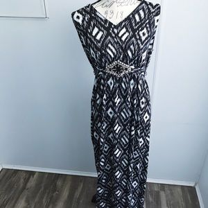 EUC Black And White Jewel Detailed Dress With Sash